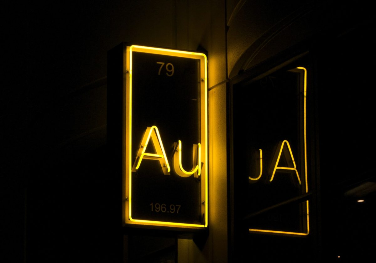 Yellow neon sign with the symbol for gold: Au